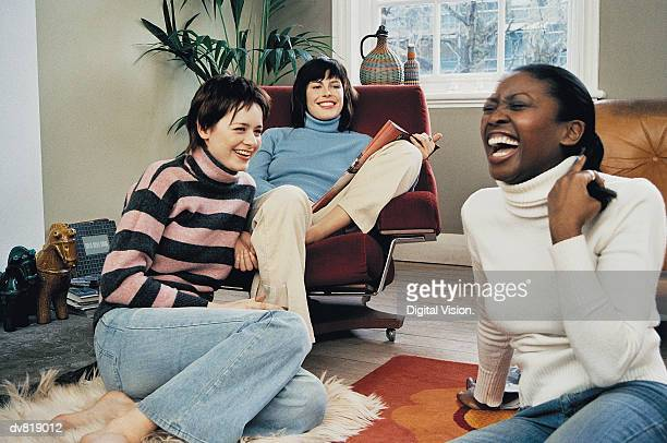 three women laughing at home - night in fotografías e imágenes de stock