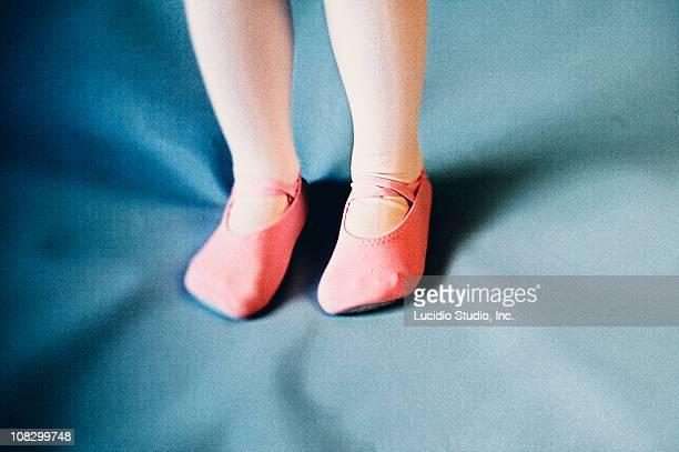 three year girl's feet in dance outfit. - nylon feet stockfoto's en -beelden