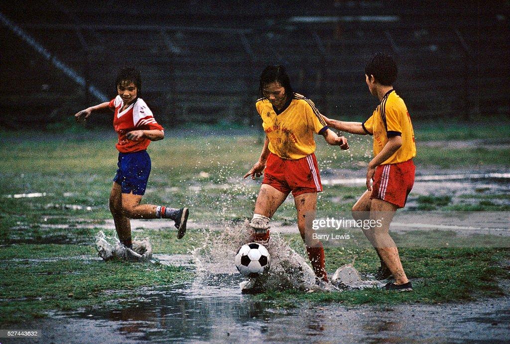 Vietnam - Cam Pha - Girls playing football : News Photo