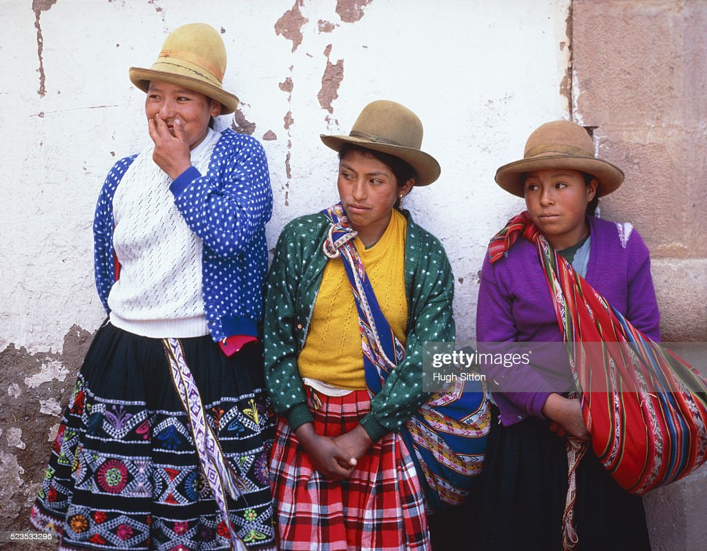 Three young peruvian woman leaning on a wall, Peru, Cusco : Stock Photo