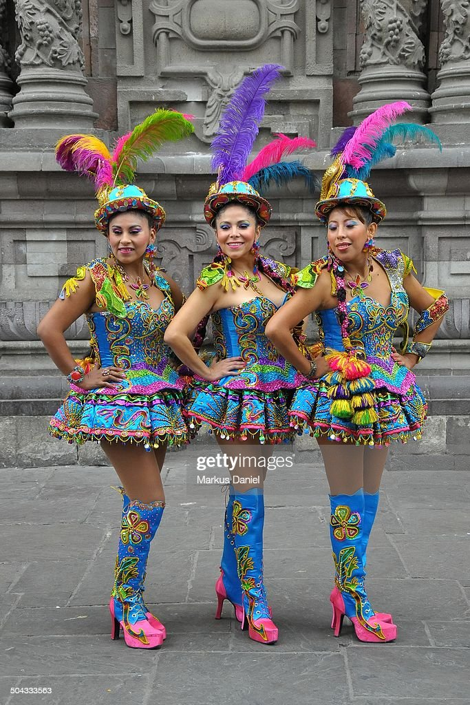 Women in typical costumes in Lima, Peru : News Photo