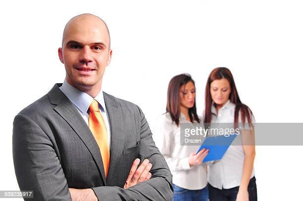 trois jeunes professionnels deux femmes et homme d'affaires en travail d'équipe responsable - homme politique photos et images de collection