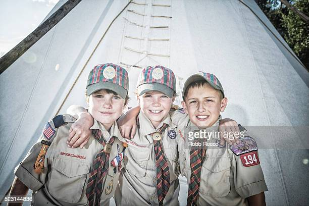 three young, weblo boy scout friends standing near a teepee at their camp in colorado. - robb reece stock-fotos und bilder