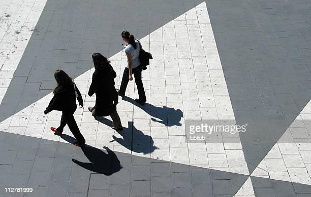 Drei junge Frauen-Sergels Torg in Stockholm
