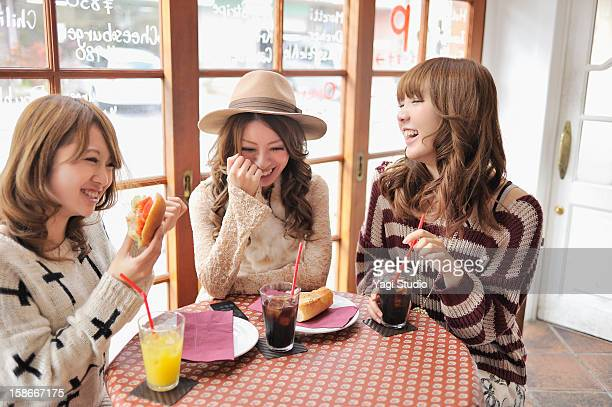 Three young women for lunch in the cafe