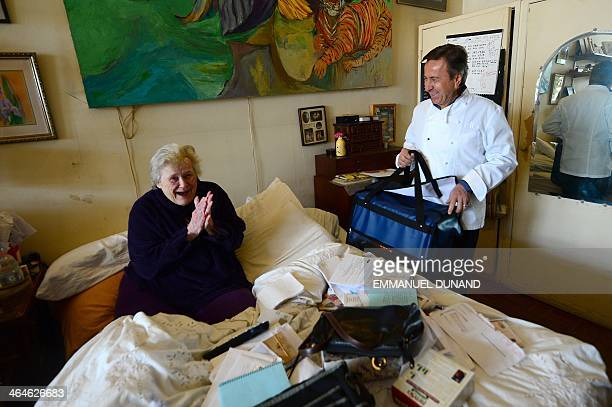 Threestar Michelin chef Daniel Boulud delivers a meal cooked at one of his restaurant to Wilda as part of CitymealsonWheels a nonprofit organization...