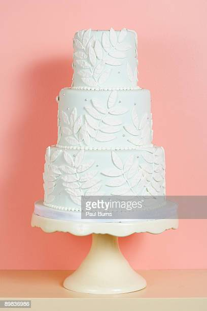 pink and white wedding cake ストックフォトと画像 getty images