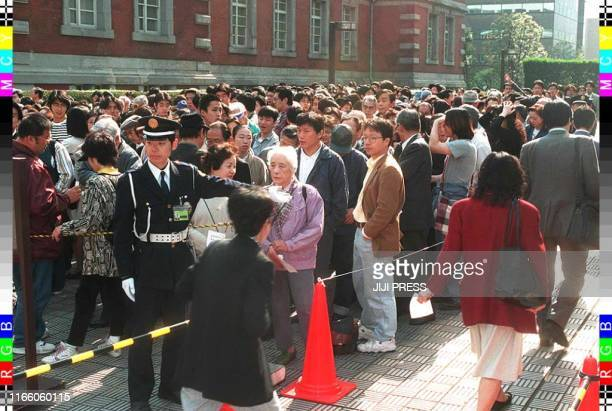 Throng line the sidewalk outside Tokyo District Court 14 April hoping to gain admission to the sentencing of seriel child killer Tsutomu Miyazaki....