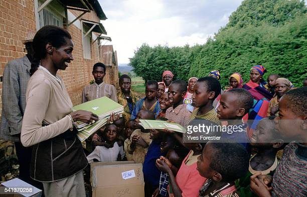 Through her Association the Princess helps children in Burundi and gives them the school supplies they need