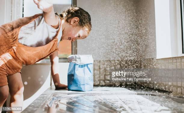 throwing flour - chaos stock-fotos und bilder