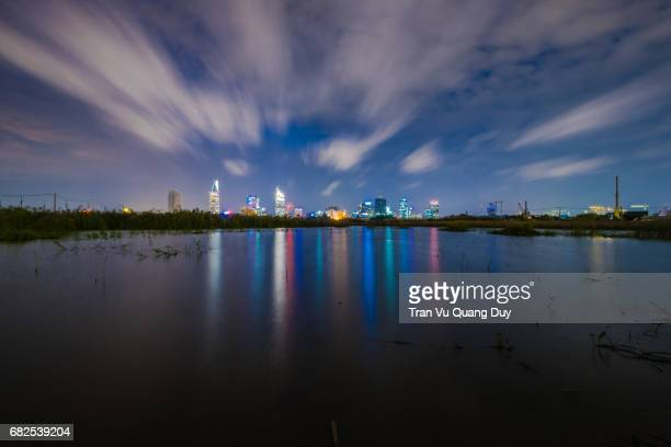 thu thiem at night with the lights glittering on the colorful water. - thiem foto e immagini stock