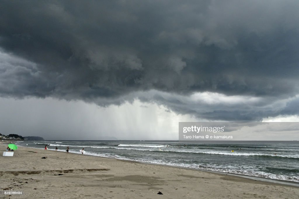 Thunder clouds on Sagami Bay and beach in Kamakura city in Kanagawa prefecture : ストックフォト
