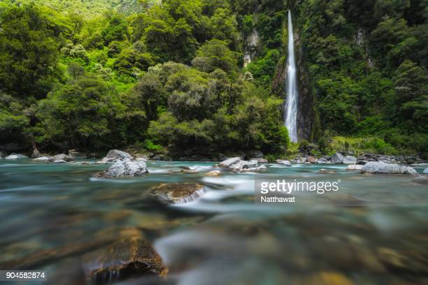thunder creek falls mt aspiring national park,new zealand - spring flowing water stock pictures, royalty-free photos & images
