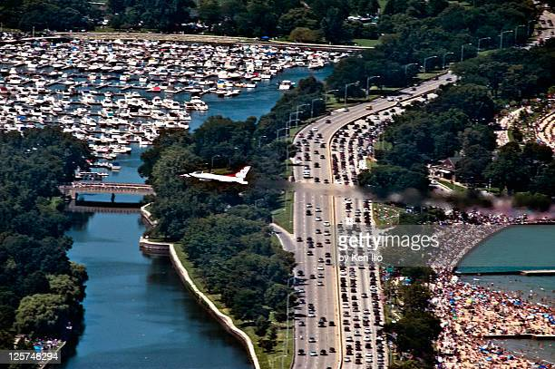 thunderbird flying over chicago lake shore - air force thunderbirds stock pictures, royalty-free photos & images