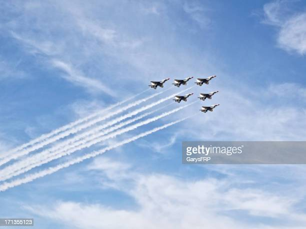 thunderbirds f-16 air show hillsboro oregon cloudy sky - air force thunderbirds stock pictures, royalty-free photos & images