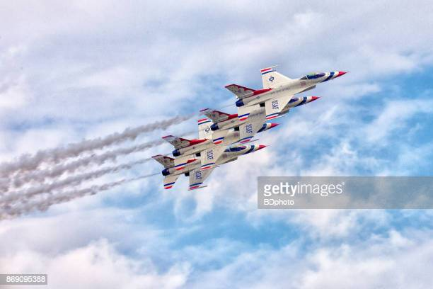 usaf thunderbirds in flight - us air force stock pictures, royalty-free photos & images