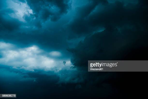 thunderclouds - moody sky stock pictures, royalty-free photos & images