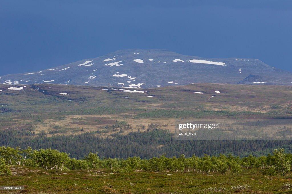 Tempestade nas montanhas : Foto de stock