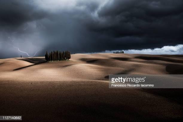 thunderstorm in tuscany - iacomino italy foto e immagini stock
