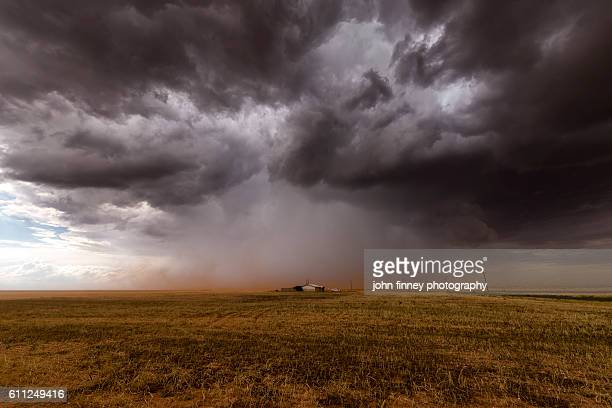 thunderstorm supercell over a loan house. texas, usa. - southern usa stock pictures, royalty-free photos & images
