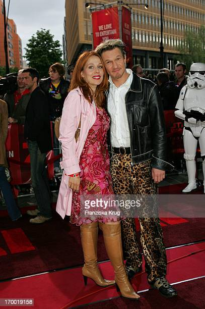 Thure Riefenstein And girlfriend Patricia Lueger in Germany At The Premiere Of Star Wars Episode Iii Revenge of the Sith the theater at Potsdamer...
