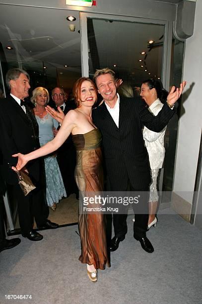 Thure Riefenstein Mit Freundin Patricia Lueger Bei Der Verleihung Des Deutschen Entertainment Award Diva Im Deutschen Theater In München Am 270105