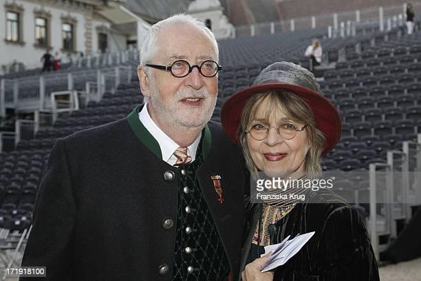 Cornelia Froboess Und Dr Hellmuth Matiasek Bei Den Thurn Und Taxis Schlossfestspielen Auf Schloss Emmeran In Regensburg Eröffnung Mit Puccini...