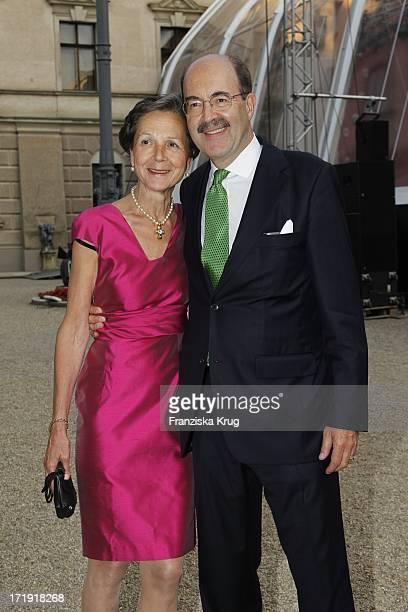 Fritz Von Thurn Und Taxis Und Ehefrau Bea Bei Den Thurn Und Taxis Schlossfestspielen Auf Schloss Emmeran In Regensburg Eröffnung Mit Puccini Turandot...