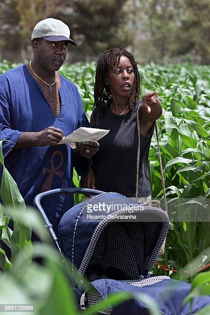Thursday 6/8/2000 Camarillo CA –– Steven and Stephanie Hunter and 5–month–old son Shiru trying to figure out their way around in The Amazing Maize...