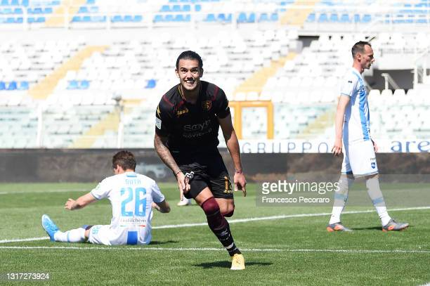 Tiago Casasola of US Salernitana celebrates after scoring the 0-2 goal during the Serie B match between Pescara Calcio and US Salernitana at...