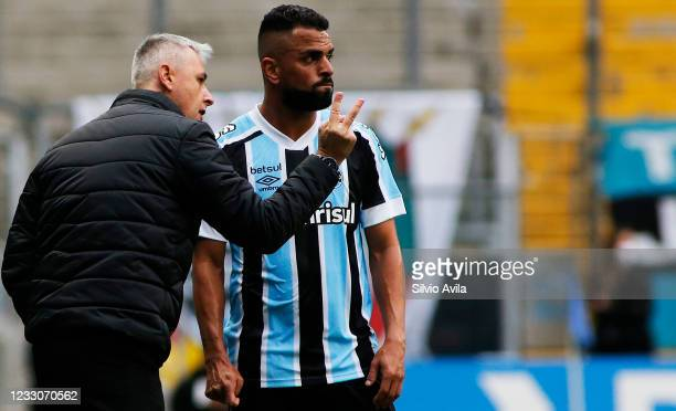 Tiago Nunes head Coach of Gremio talks to Maicon of Gremio during the final of Rio Grande Do Sul State Championship 2021 between Gremio and...