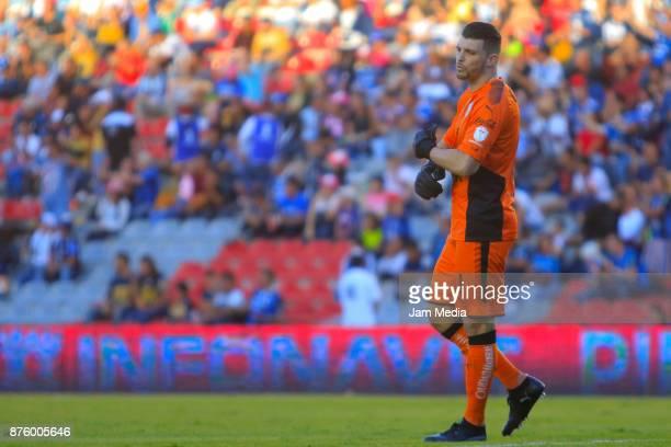 Tiago Volpi golakeeper of Queretaro gestures during the 17th round match between Queretaro and Pumas UNAM as part of the Torneo Apertura 2017 Liga at...