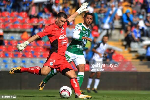 Tiago Volpi of Queretaro kicks the ball during the 8th round match between Queretaro and Leon as part of the Torneo Apertura 2017 Liga MX at La...