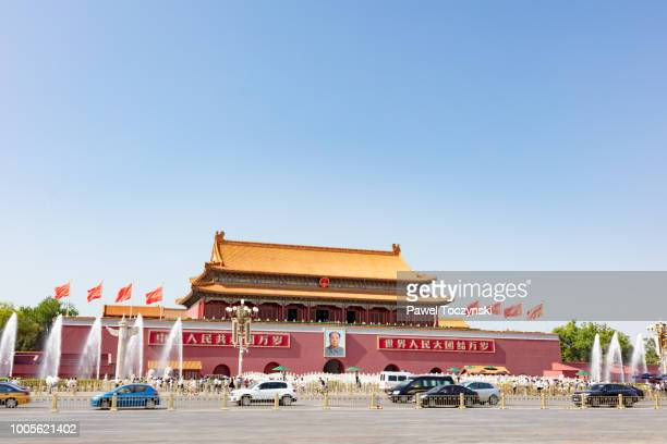 tiananmen gate of the forbidden city with mao tse-tung portrait, beijing, china - tiananmen square stock pictures, royalty-free photos & images