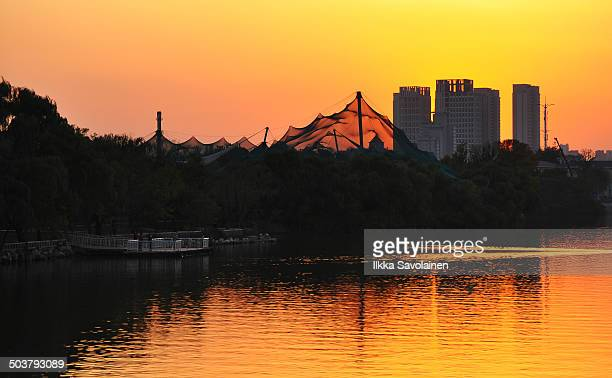 CONTENT] Tianjin Water Park and Zoo during golden sunset