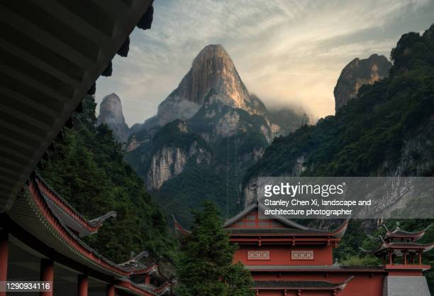 tianmenshan national park and zhangjiajie cable car station - hunan province stock pictures, royalty-free photos & images