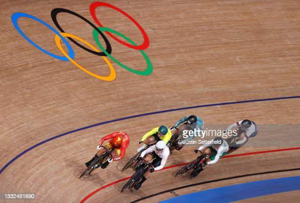 Tianshi Zhong of Team China, Kaarle Mcculloch of Team Australia, Emma Hinze of Team Germany, Wai Sze Lee of Team Hong Kong, Luz Daniela Gaxiola...
