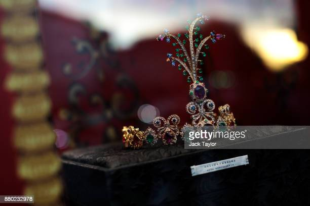 A tiara is on display in Harrods department store window on November 24 2017 in London England The American actress Meghan Markle will live at...