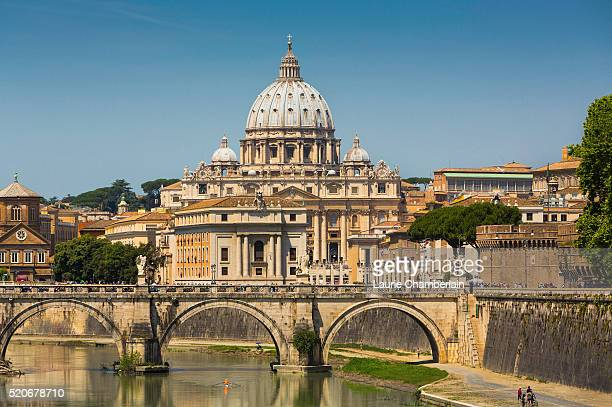 tiber river with st. peter's basilica, rome, italy - vatican stock pictures, royalty-free photos & images