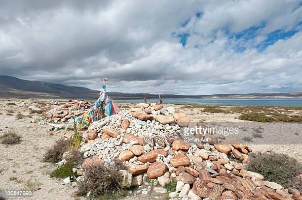 Tibetan Buddhism, Mani stones with Tibetan script, former monastery of Nyengo Gompa above Lake Manasarovar, Mapham Yutsho, Kailash area, Ngari, Trans-Himalaya, Himalayas, West Tibet, Tibet Autonomous Region, People's Republic of China, Asia