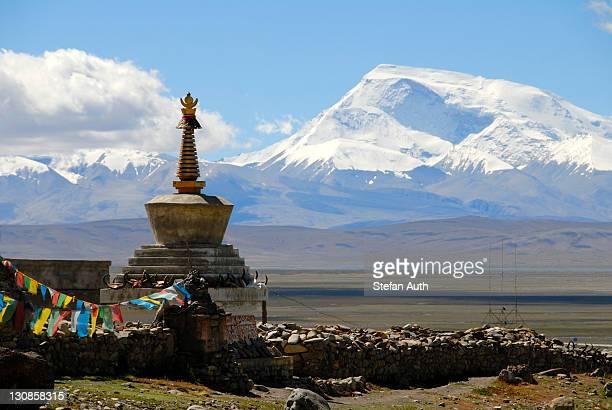 tibetan buddhism, stupa, chorten, darchen pilgrimage site, snow-covered mountain gurla mandhata, kailash region, himalayas, tibet autonomous region, people's republic of china, asia - mt kailash stock pictures, royalty-free photos & images