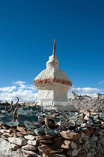 Tibetan Buddhism, Stupa or Chorten, yak horns and Mani stones, Chiu Gompa Monastery above Lake Manasarovar, Mapham Yutsho, Kailash area, Ngari, Trans-Himalaya, Himalayas, West Tibet, Tibet Autonomous Region, People's Republic of China, Asia