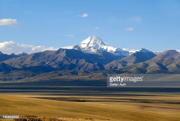 Tibetan Buddhism, vast plateau and the snow-capped sacred mountain of Mount Kailash, 6714 m, south side with Rinne, Gang Rinpoche and Gang-Tise Mountains, Trans-Himalaya, Himalayas, Western Tibet, Tibet Autonomous Region, People's Republic of China, Asia