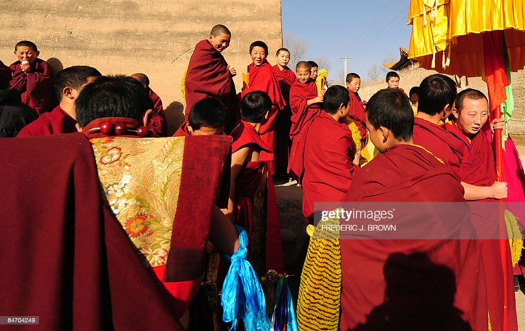 Tibetan Buddhist monks gather ahead of t : News Photo