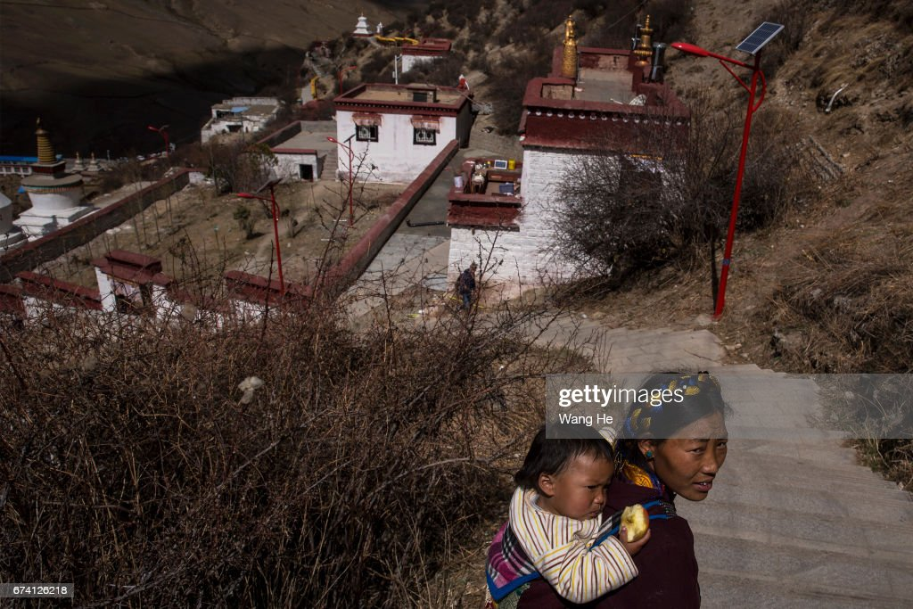 Daily Life In Lhasa : News Photo