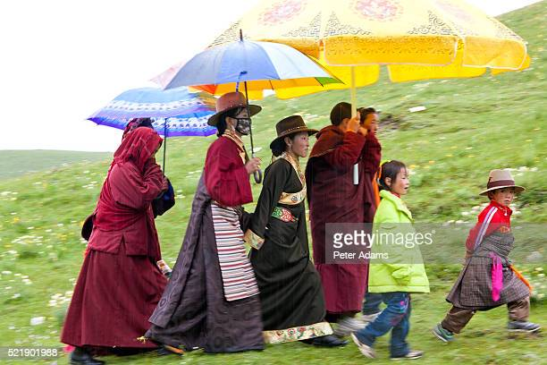 tibetan family and buddhist monks at horse festival nr daofu, tibetan area, sichuan, china - peter adams stock pictures, royalty-free photos & images