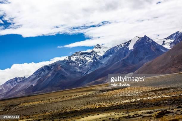 tibetan plateau and himalaya mountains, tibet, china - altopiano foto e immagini stock