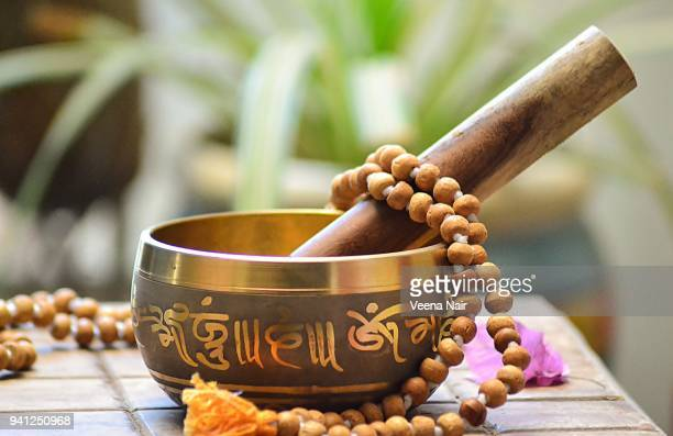 tibetan singing bowl with rosary beads/ahmedabad - rin gong stock pictures, royalty-free photos & images