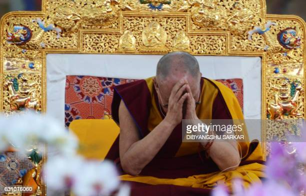Tibetan Spiritual Leader The Dalai Lama gestures during a special religious teaching session at the Kalachakra event at Bodhgaya on January 5 2017 /...