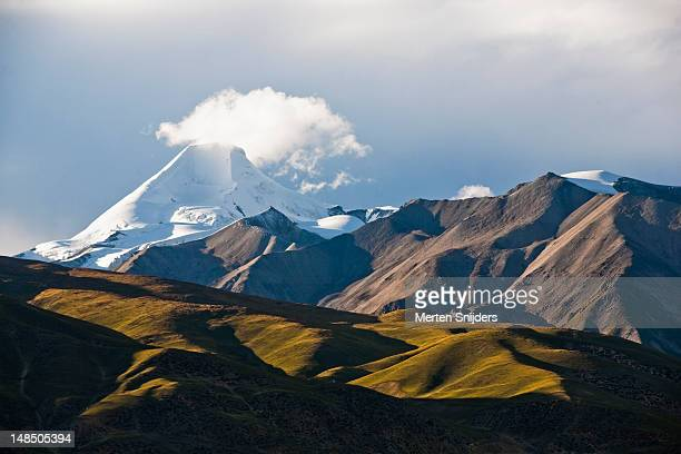 Tibetan steppe with surrounding snowcapped mountains around Mt Samdain Kangsang.
